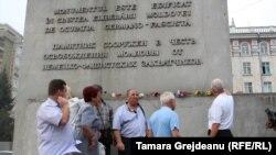 """La monumentul """"Eliberării"""""""