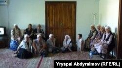 Облустук акимчиликке кирип, отуруп алган аялдар. Жалал-Абад, 31-май.