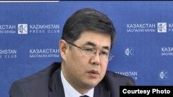 Еркин Шаймагамбетов в бытность заместителем председателя аэрокосмического комитета. Алматы, 26 июля 2016 года.