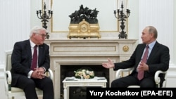Франк-Вальтер Штайнмайер и Владимир Путин во время встречи в Кремле. Москва, 25 октября 2017 года.
