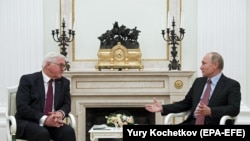 Претседателот на Германија Франк Валтер Штајнмаер со неговиот руски колега Владимир Путин во Москва, 25.10.2017.