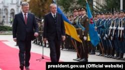 Президент Украины Петр Порошенко и президент Турции Реджеп Эрдоган в Киеве, 9 октября 2017 года