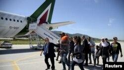 Izbjeglice koje je papa Franjo poveo sa sobom u Rim, Lezbos, 16. april 2016.