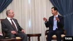 Сергій Гаврилов (ліворуч) розмовляє із президентом Сирії Башаром Асадом. Дамаск, 25 жовтня 2015 року