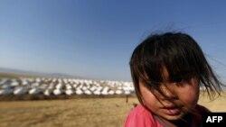 Një fëmijë irakian i shpërngulur nga qyteti i Tal Afarit...