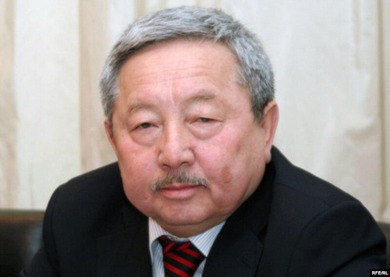 Начальник департамента Генеральной прокуратуры за законностью следствия и дознания Кузенбек Ногайбеков на пресс-конференции. Алматы, 2 декабря 2009 го