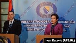 Aleksandar Vulin i Marina Pendeš u obraćanju novinarima u Sarajevu