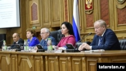 A Tatar parliamentary committee discusses the topic of the teaching of the Tatar language in Kazan in June.