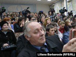 Publicul venit la întâlnirea cu Serghei Lavrov