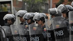 Бойцы верной Николасу Мадуро Национальной боливарианской полиции