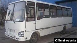 Өзбекстандын Самарканд шаарында чыгарылган ISUZU автобусу. Иллюстрациялык сүрөт.