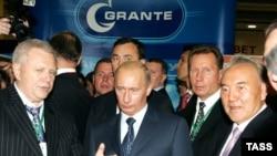 """""""Солнце в Самарской области взойдет потому, что есть губернатор Константин Титов"""" (слева)"""