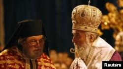 Patrijarh Irinej (D) na liturgiji