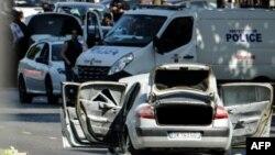 Машина, протаранившая полицейский микроавтобус. Париж, 19 июня 2017 года.