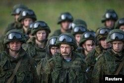 Российские солдаты на учениях в Сербии. 14 ноября 2014 года.