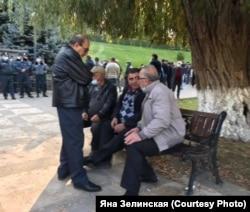 """Гайд-парк"" у здания парламента Армении, Ереван, 10 ноября 2020 года"