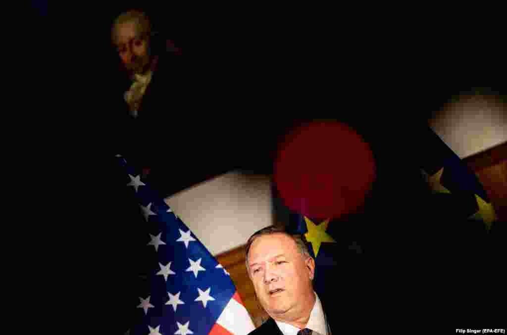 САД / ГЕРМАНИЈА - Американскиот државен секретар Мајк Помпео предупреди на заканите од Кина и Русија по демократските слободи. Тој ги повика западните сојузници да ја бранат својата слобода.