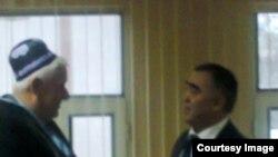 Акс аз маросими ба нафақа гусел кардани муовини собиқи вазири нақлиёт Ҷумъахон Зуҳуров дар соли 2013