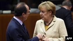 Pamje gjatë një takimi ndërmjet presidentit Hollande dhe kancelares Merkel
