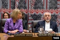 فدریکا موگرینی و محمدجواد ظریف در نشست وزرای اعضای دائم شورای امنیت سازمان ملل، ۲۰۱۵