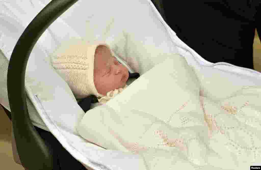 Новорожденная принцесса, 4-я в очереди наследница британской короны 2 мая 2015 года