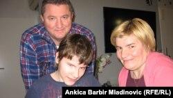 Denis Mihoković sa roditeljima