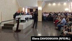 На встрече со сторонниками кандидата в президенты Олега Аршба подвели итоги первого тура: из 152 участков победа была одержана на 43-х
