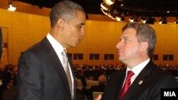 Претседателот Ѓорге Иванов и американскиот претседател Барак Обама. Португалија, 21 ноември 2010.