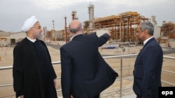 بازدید حسن روحانی و وزیر نفت کابینهاش، بیژن زنگنه از فاز جدیدی از میدان گازی پارس جنوبی