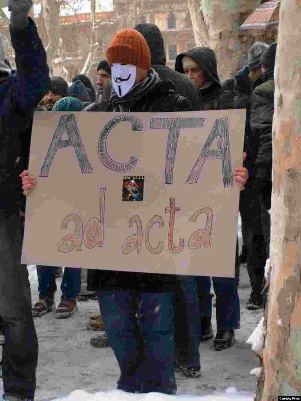 Zagreb - Demonstracije u znak protivljenja međunarodnom sporazumu o borbi protiv falsifikovanja ACTA, 11.02.2011. Foto: Građanska akcija