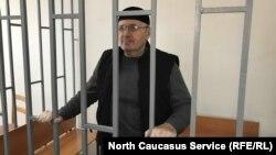 Оюб (Аюб) Титиев в зале суда в Грозном на обжаловании меры содержания под стражей