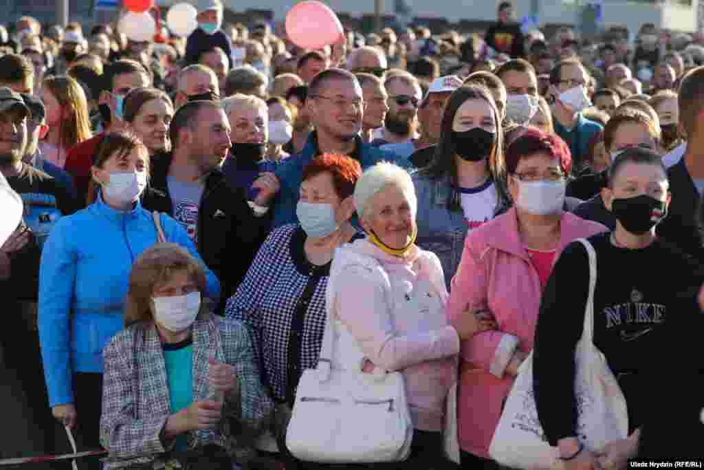 Many supporters wore masks amid a rising number of COVID-19 cases and deaths in Belarus.​