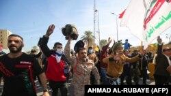 проирански демонстранти пред американската амбасада во Багдад