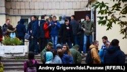 Эвакуация из здания общежития после сообщения о заложенной бомбе