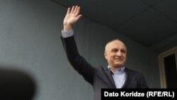 Вано Мерабишвили находился в тюрьме шесть лет и девять месяцев за превышение полномочий, растрату, подкуп избирателей и присвоение чужого имущества