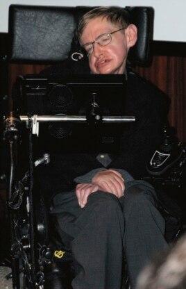 Стивен Хокинг, инвалид-колясочник с боковым амиотрофическим склерозом