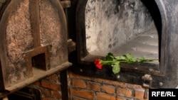 Крематорий в Освенциме. Июль 2007 года.