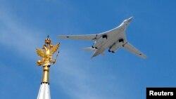 توپولف ۱۶۰ یک بمبافکن راهبردی مافوق صوت است که قابلیت حملجنگافزار هستهای را نیز دارد
