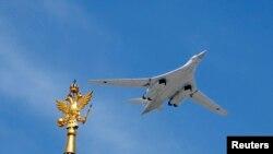 Tu-160 strateji ağır bombardmançı təyyarə