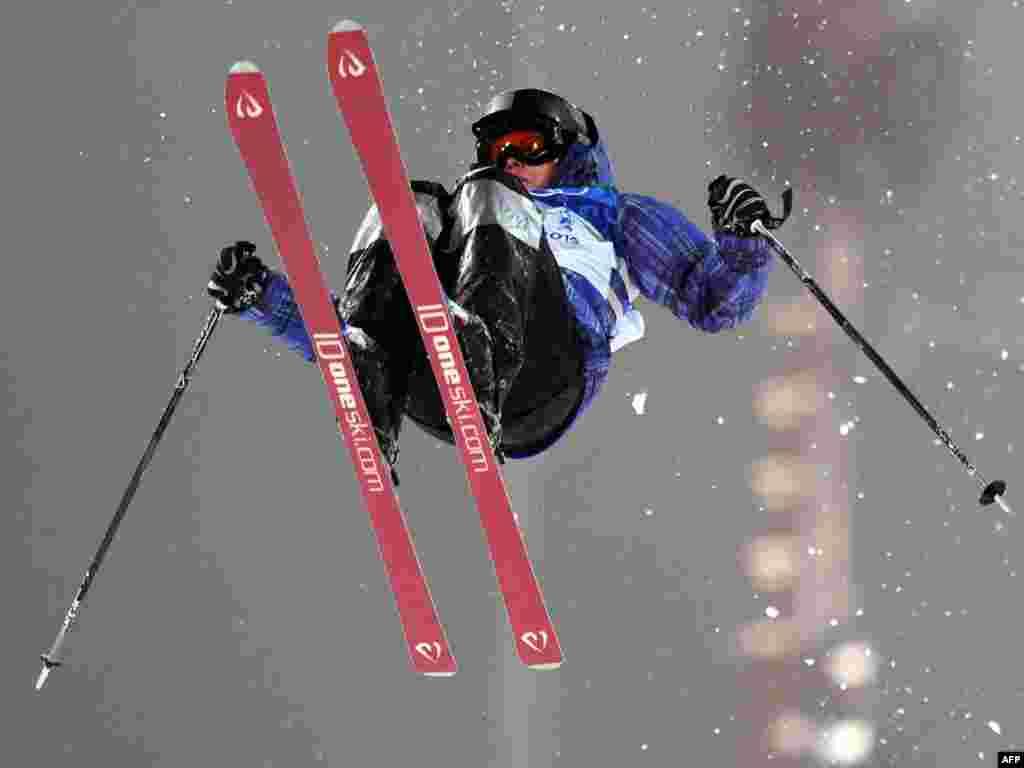 Казахстанская спортсменка Юлия Галышева на Олимпиаде в Ванкувере в 2010 году. Казахстан, завоевавший в Ванкувере одну серебряную медаль, в Сочи предлагает за золото - 250 тысяч долларов, за серебро - 150 тысяч долларов, спортсмены, которые займут с третьего по шестое место, получат по 75 тысяч долларов.