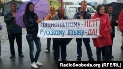 Другие активно поддерживали придание русскому языку статуса регионального. Харьков, 30 августа 2012 года.