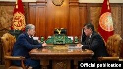 Алмазбек Атамбаев и Сооронбай Жээнбеков.