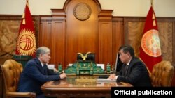 Алмазбек Атамбаев и Сооронбай Жээнбеков, май 2017 г.