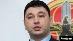 Вице-спикер Национального Собрания, пресс-секретарь правящей Республиканской партии Армении Эдуард Шармазанов