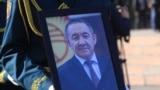 Известный журналист, в последнее время возглавлявший Минкультуры, Султан Жумагулов скончался в ночь на 8 октября на 60-м году жизни. Он страдал онкологическим заболеванием.