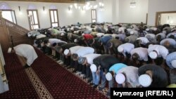 Намаз в мечети с. Корбек (Изобильное) под Алуштой