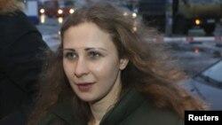 Pussy Riot панк-тобының бостандыққа шыққан мүшесі Мария Алехина. Нижегород, 23 желтоқсан 2013 жыл.