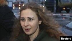 Участница группы Pussy Riot Мария Алёхина на свободе. Нижний Новгород, 23 декабря 2013 года.