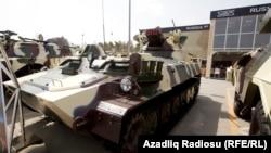 Ադրբեջան - Բաքվի զենքի ցուցահանդեսում ցուցադրված զրահամեքենաներ, արխիվ