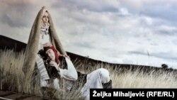 Umjetnička fotografija Jasmina Fazlagića, nošnja iz Šujice